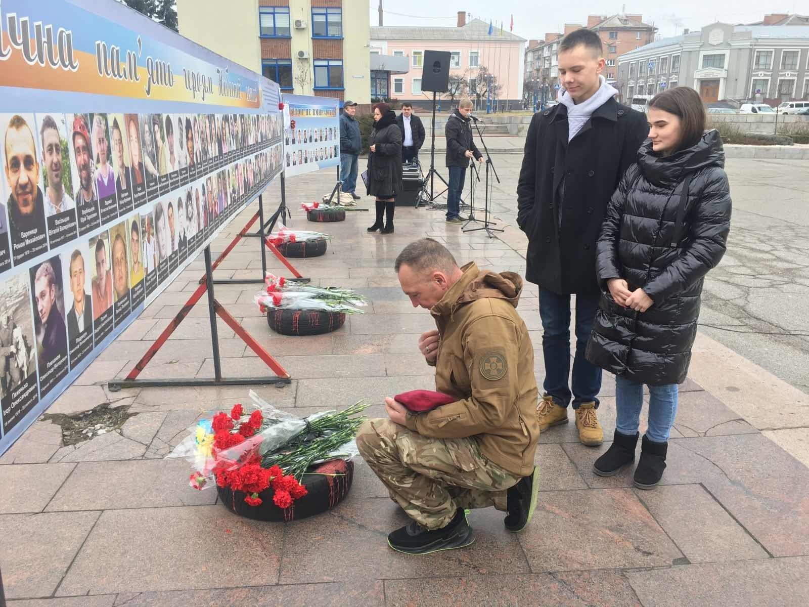 І зупинилось серце молоде, щоб вічно билось серце України